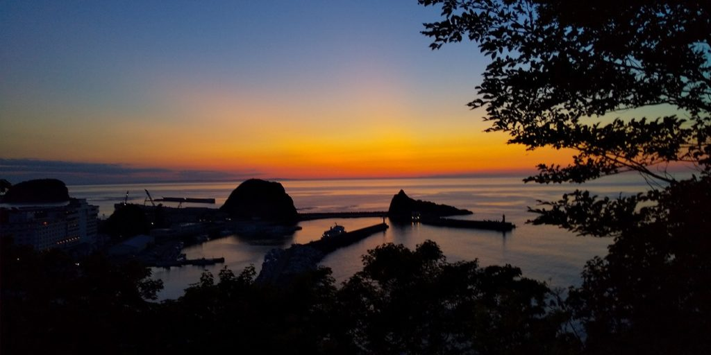 国設知床野営場(夕陽台の丘)からの夕陽