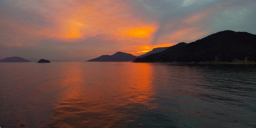 小豆島行きのフェリーから見た夕陽